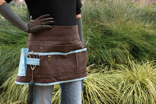 9. Garden Apron || A garden apron reminds gardeners of the earth-friendly job they are doing. Some of these aprons also serve as garden belt tools, so you could killing two birds with one stone when you buy this one.